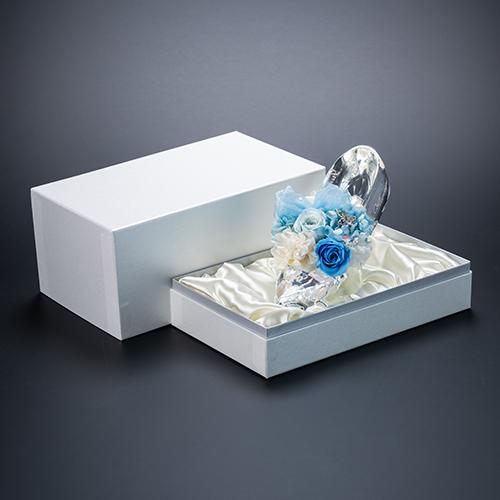 【ホテルでプロポーズ】名入れ彫刻 シンデレラの靴クリスタルガラス≪ブルー≫+フラッグ装飾セット