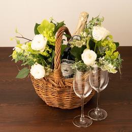季節のアレンジメント(ホワイト系)+シャンパン(ブラン・ド・ブラン)+彫刻ペアグラス