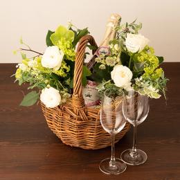 季節のアレンジメント(ホワイト系)+シャンパン(ロゼ)+彫刻ペアグラス