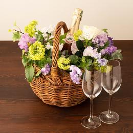 季節のアレンジメント(ビオラシーズナブル1月~3月)+シャンパン(ロゼ)+彫刻ペアグラス