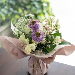 【母の日限定】季節の花を束ねたブーケ
