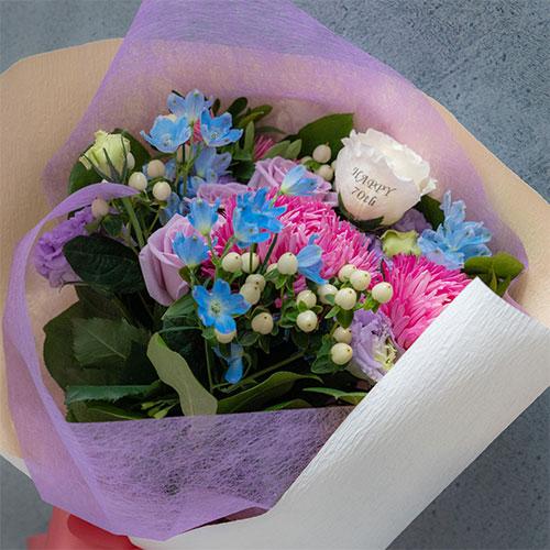 【花に記念日プリント】季節のブーケ ヴァイオレット Mサイズ 紫のバラ