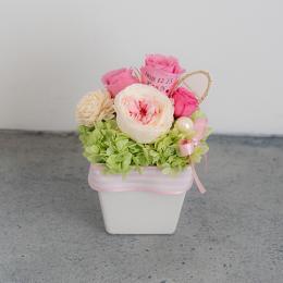【花に記念日プリント】パステルプリザーブドフラワーアレンジM≪ピンク≫