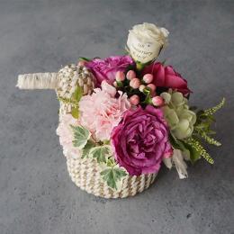 【花に記念日プリント】幸せを運ぶ鳥カゴMと季節のフラワーアレンジメント 生花・フェアトレード商品