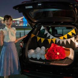 """【車でサプライズ】彼女の年齢に合わせて""""選べる花束"""" + 装飾セット"""