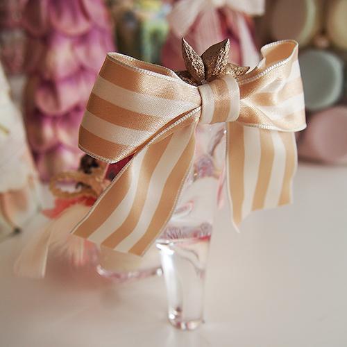 【メッセージローズ】シンデレラの靴 Heartfulプリザーブドフラワーアレンジ≪ストロベリー≫