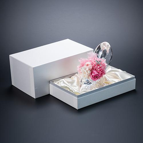 【ホテルでプロポーズ】名入れ彫刻 シンデレラの靴クリスタルガラス≪ピンク≫+フラッグ装飾セット