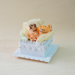 【メッセージローズ】オレンジのホイップクリームスクエアケーキ&プリザーブドフラワー≪オレンジ≫