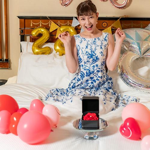 【ホテルでプロポーズ】フラワージュエリーBOX(SV925 リメイクサービス付)+フラッグ装飾セット