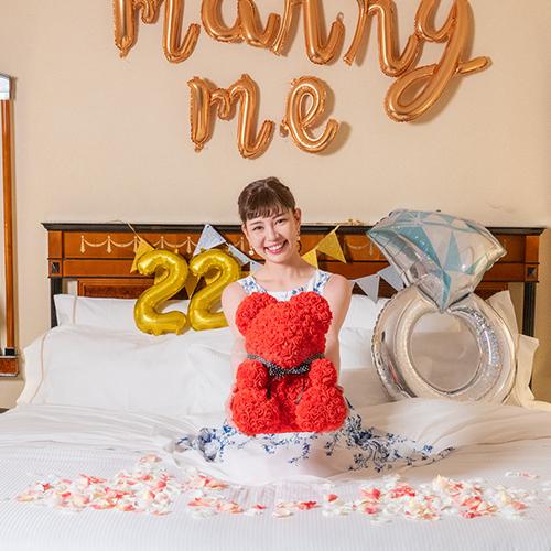 【ホテルでプロポーズ】 幸せを呼ぶローズテディベア+フラッグ装飾セット