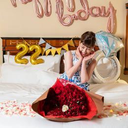 """【ホテルでプロポーズ】 永久の愛を誓う""""108本の花束""""+フラッグ装飾セット"""