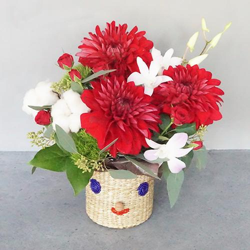 【花に記念日プリント】スマイルカゴと季節のフラワーアレンジメント(冬) 生花・フェアトレード商品